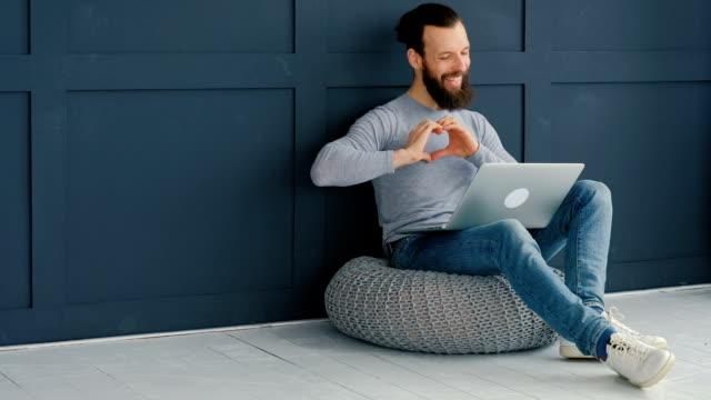 blogging social media laptop man hands typing