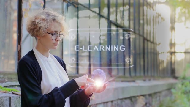 stockvideo's en b-roll-footage met blonde gebruikt hologram e-learning - e learning
