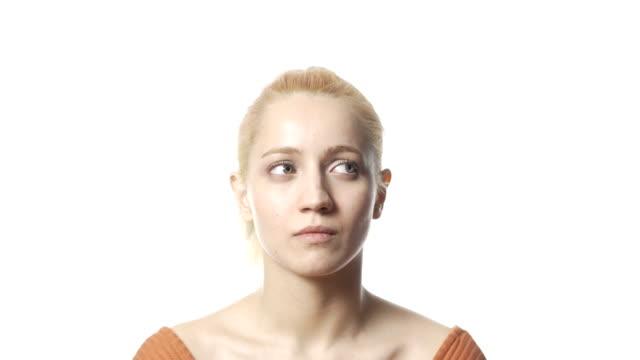 sarışın kadın karışık - sadece genç bir kadın stok videoları ve detay görüntü çekimi