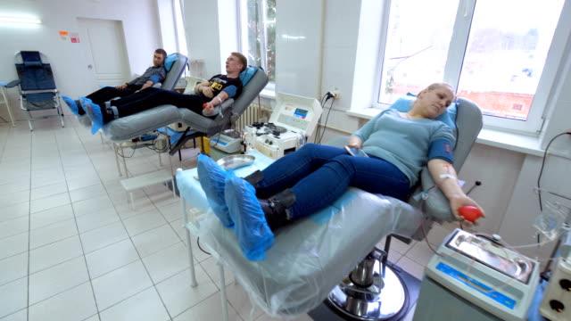 vídeos de stock e filmes b-roll de blood donation and mechanical plasma separation of several patients - blood donation