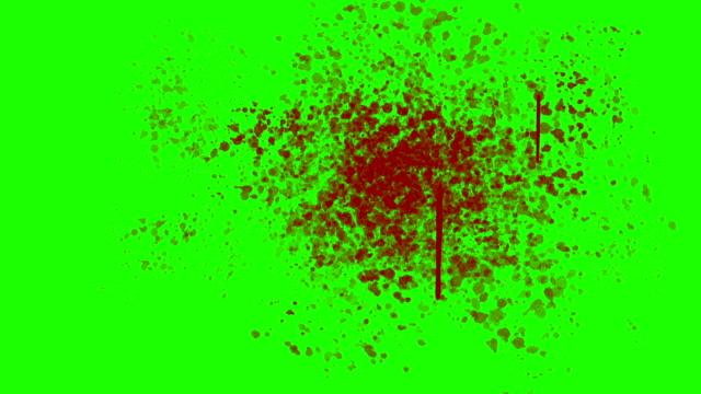 vídeos y material grabado en eventos de stock de salpicado de sangre en la pared sobre un fondo de pantalla verde - cuchillo cubertería