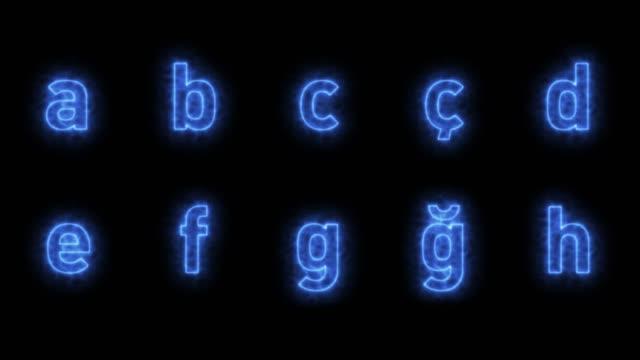 vidéos et rushes de alphabet bleu en boucle avec luma matte - message écrit et lettre de l'alphabet
