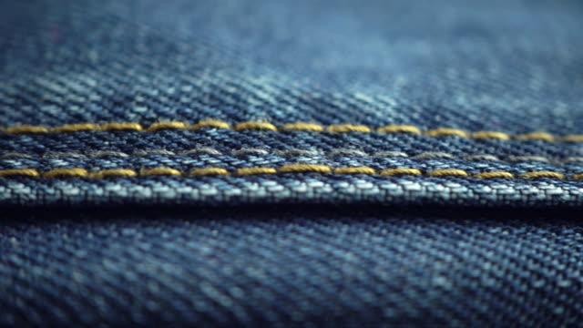 blå denim jeans i nära upp med en glidande kamera flytta. - jeans bildbanksvideor och videomaterial från bakom kulisserna