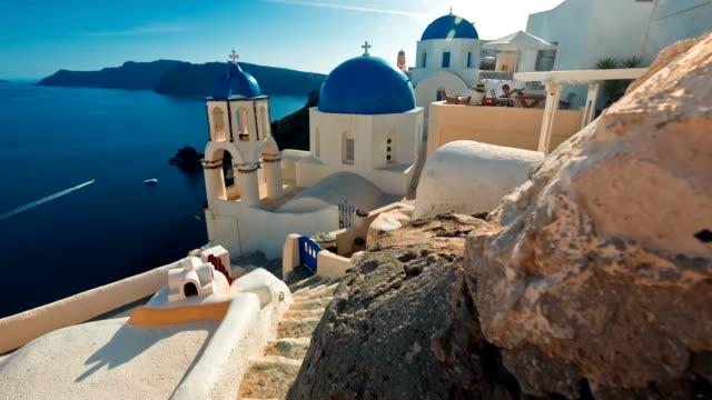 blue dome churches, santorini, greece - mar mediterraneo video stock e b–roll