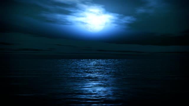 ブルーフルムーントロピカルな海の波のロマンティックな夜の旅行 ビデオ