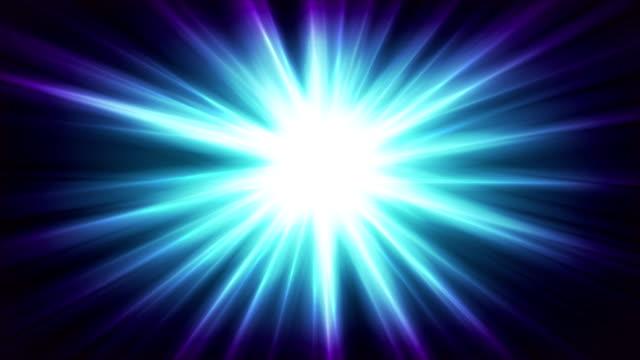 블루 빛나는 반짝 빔 추상 비디오 애니메이션 - 태양광선 스톡 비디오 및 b-롤 화면