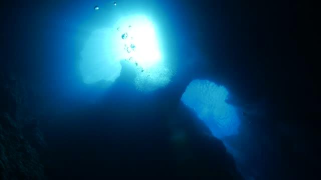 vídeos y material grabado en eventos de stock de blue hole: caverna submarina, palau - palaos