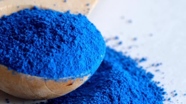 Blue majik, poudre de spiruline, super aliment - Vidéo