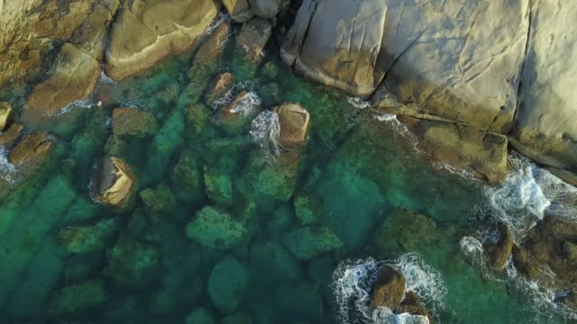 blue ocean water and rock - colore saturo video stock e b–roll