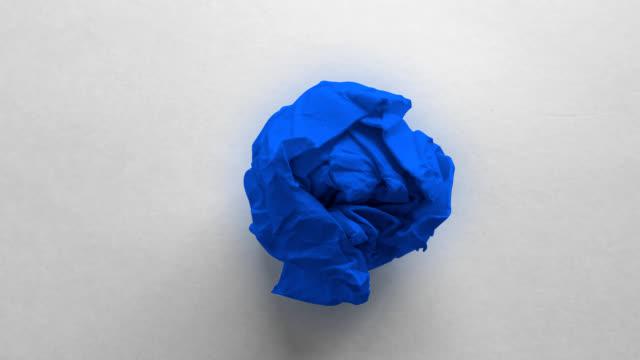 голубой бумаги мятой - морщинистый стоковые видео и кадры b-roll