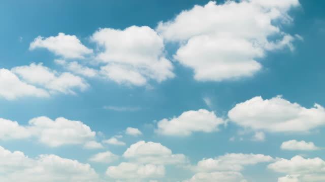 vídeos de stock, filmes e b-roll de céu azul e nuvens. - só céu
