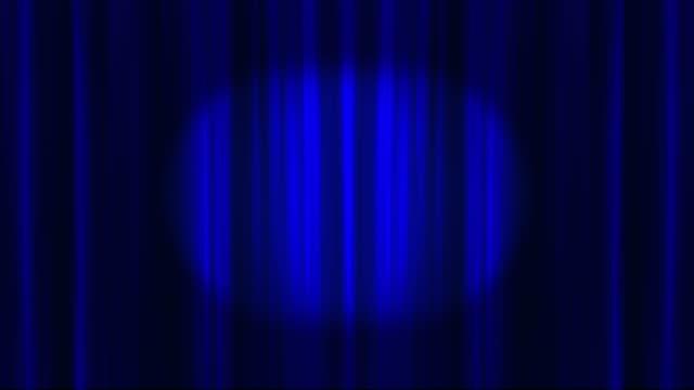 vidéos et rushes de rideaux de théâtre bleu ouverture pour révéler un espace vide enregistré avec canal alpha - rideaux