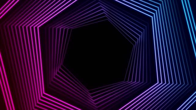 animazione video con geometria esagonali al neon ultravioletti blu - esagono video stock e b–roll