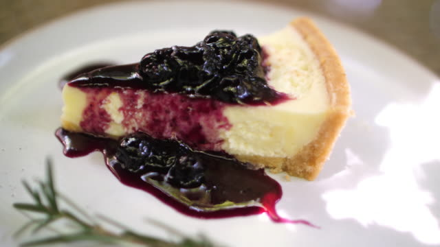 Blueberry cheese cake with serving and cutting cake
