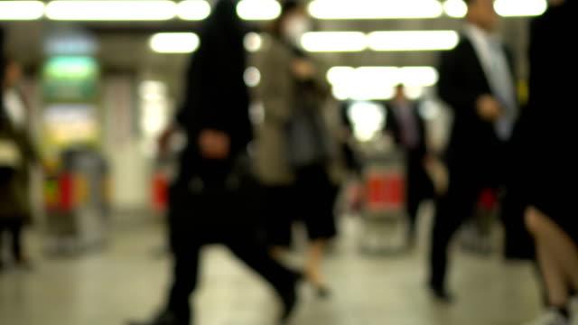 ぼかし - 忙しい人交通の鉄道駅 - 通勤点の映像素材/bロール