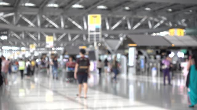 ฺblur of  people in the airport - аэровокзал стоковые видео и кадры b-roll
