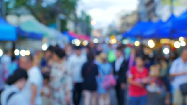 vídeos de stock, filmes e b-roll de borrão rua localidade mercado noite - festival tradicional