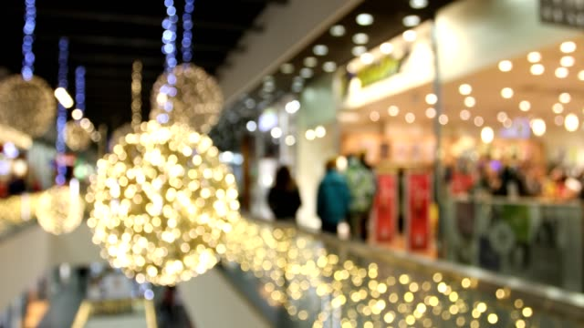 verschwommene weihnachts-shopping mania im großen schwarzen freitag-vertrieb - black friday stock-videos und b-roll-filmmaterial