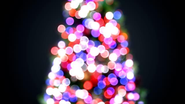 ぼやけているクリスマス ツリーの点灯多重ボケで点滅しています。挨拶背景シームレスな 3 d アニメーション。メリー クリスマスと新年あけましておめでとうございますお祝い概念。 - 十二月点の映像素材/bロール