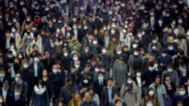 stockvideo's en b-roll-footage met 4k, wazig concept van coronavirus quarantaine, mers-cov. grote menigte mensen. - japan