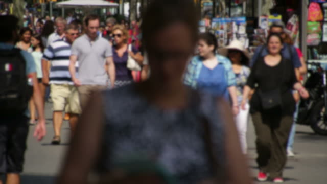 Blurred Crowds of Tourists in Barcelona video