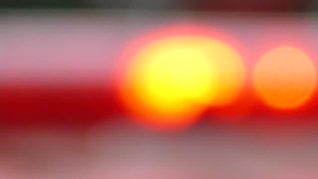 suddiga röda & blå polis sirener / blinkande lampor - ultra high definition television bildbanksvideor och videomaterial från bakom kulisserna