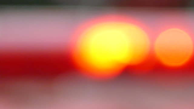 blurred red & blue police sirens / flashing lights - ultra high definition television filmów i materiałów b-roll