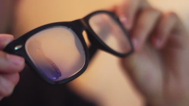 blöde und geile augenbrille - brille stock-videos und b-roll-filmmaterial