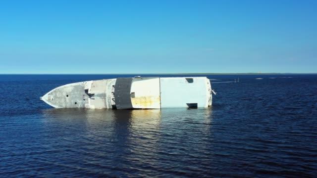 båt kapsejsade orkanen michael efterdyningarna panama city florida - kapsejsa bildbanksvideor och videomaterial från bakom kulisserna