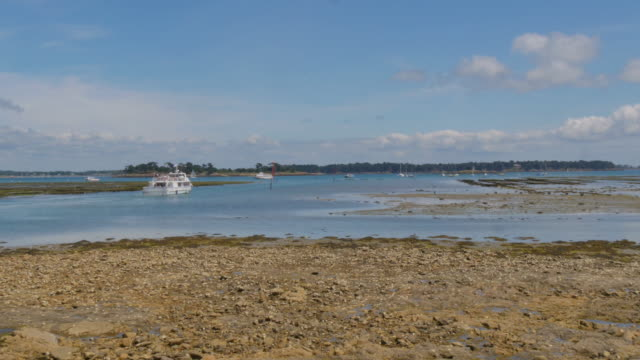 Boat leaving the shore in Bretagne video