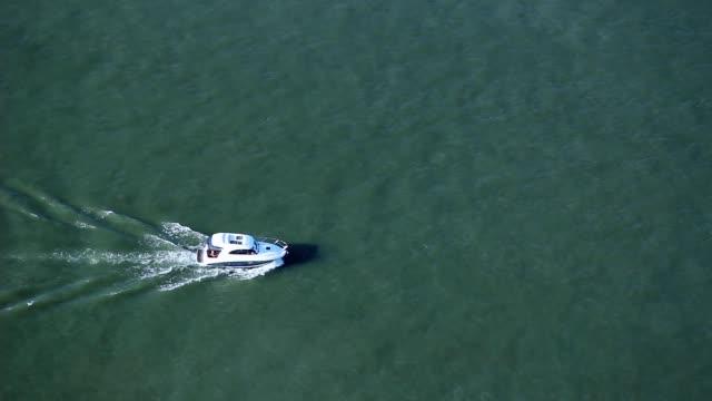 boat on water - campionato video stock e b–roll