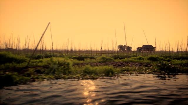 ボートに乗って海上ファーム、ミャンマー - はしけ点の映像素材/bロール