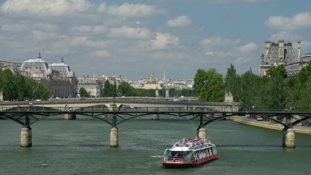 båten seglar på floden sena - turistbåt bildbanksvideor och videomaterial från bakom kulisserna