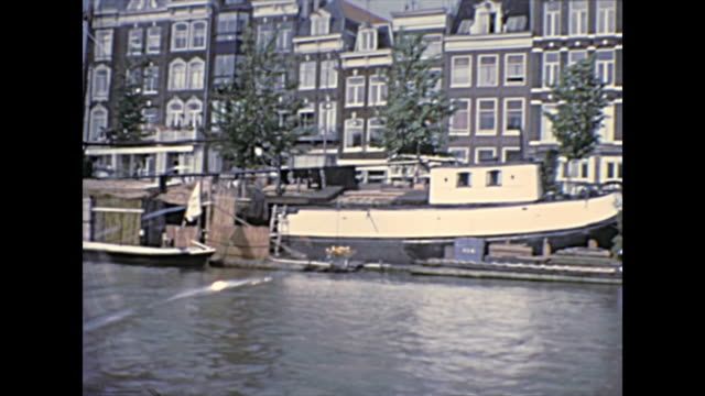 boat tour amsterdam in 1970s - canale video stock e b–roll