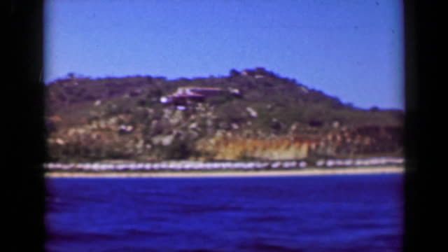 1952: boat tour fancy wealthy tropical cliff ocean view villas mansions homes. - guerrero video stock e b–roll