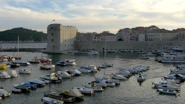 都市港のボート - 石垣点の映像素材/bロール