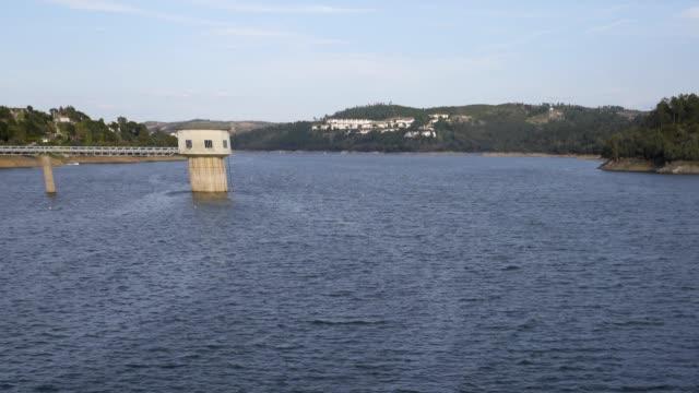 vídeos de stock e filmes b-roll de bode dam castle in portugal - vídeos de barragem portugal