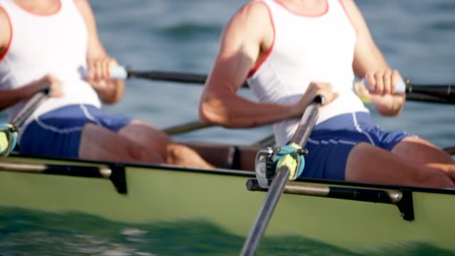 vídeos de stock, filmes e b-roll de corpos de atletas masculinos remo no sol - remo atividade física