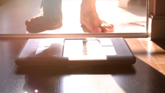 body weight scale - вес стоковые видео и кадры b-roll