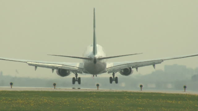 Boeing 737 Airplane MS Landing video