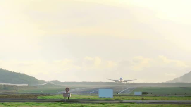 Boeing 767 landing at Phuket video