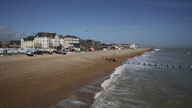 bognor regis beach england uk - sussex occidentale video stock e b–roll