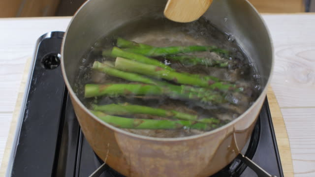 boiling water cooking freshness asparagus