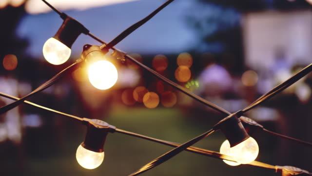 bokeh lichter hintergrund in der partei. - led leuchtmittel stock-videos und b-roll-filmmaterial