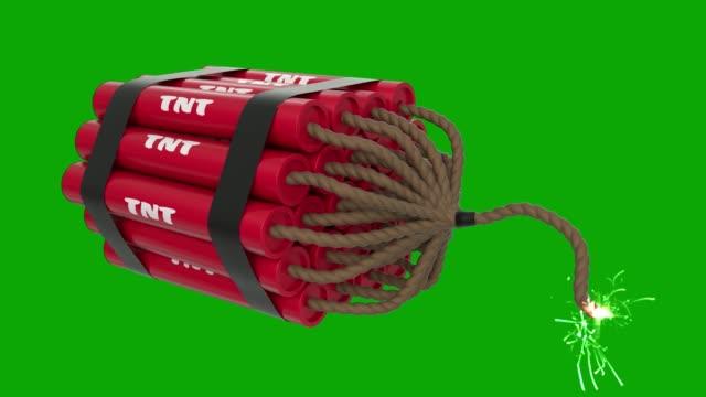 vídeos de stock e filmes b-roll de tnt bomb cartoon toon fuse burning lit dynamite sparks tnt explosive loop 4k - bomba