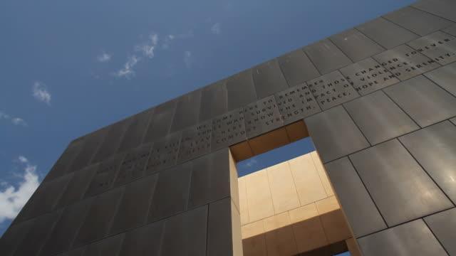 okc bombing memorial - minnesmärke bildbanksvideor och videomaterial från bakom kulisserna