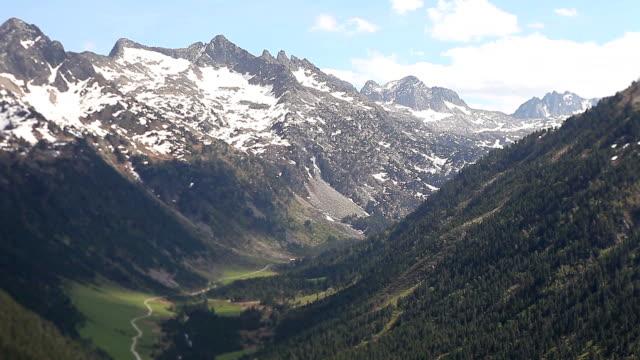 bonaigua port in pyrenees, springtime - lleida stok videoları ve detay görüntü çekimi