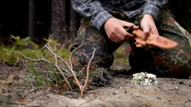 vídeos de stock e filmes b-roll de fogueira - swiss army knife