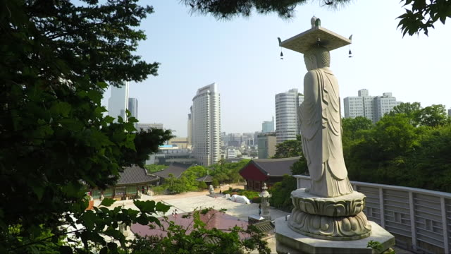 bongeunsa temple - seoul - south korea gangnam district cityscape - corea del sud video stock e b–roll