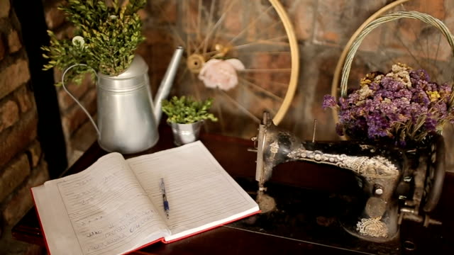 book impressions for guests at the wedding,romantic and rustic decoration